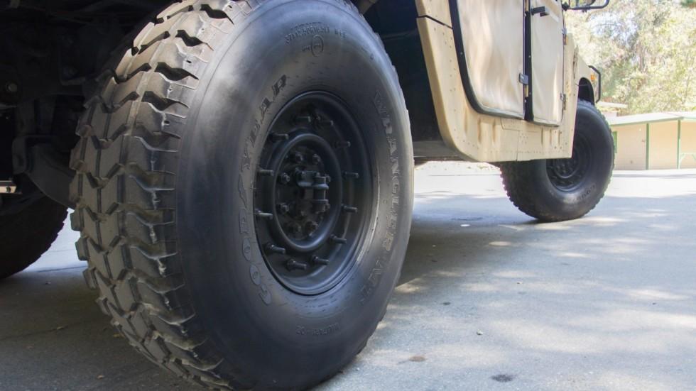 Hummer AM General HMMWV M998 колеса