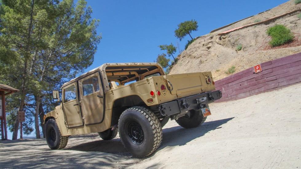 Hummer AM General HMMWV M998 сзади (2)