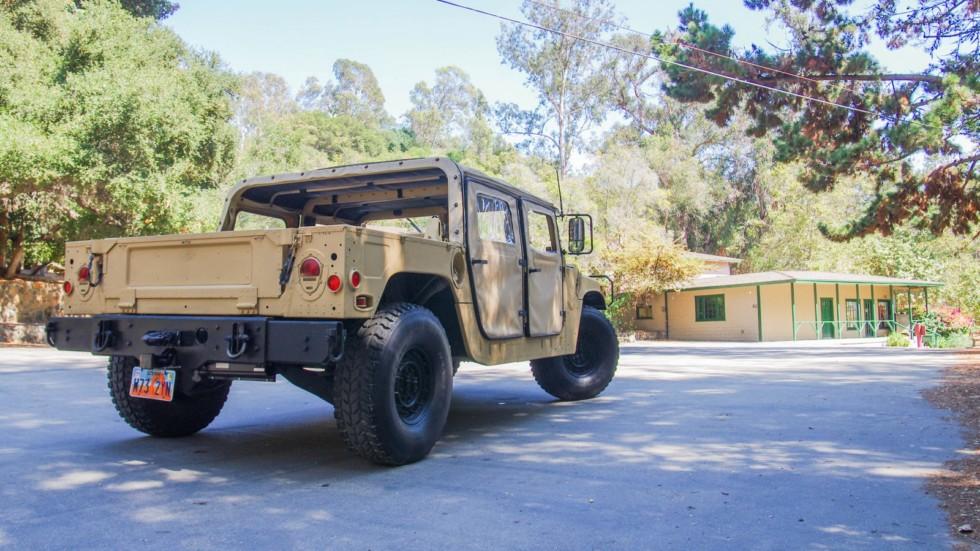 Hummer AM General HMMWV M998 сзади (4)