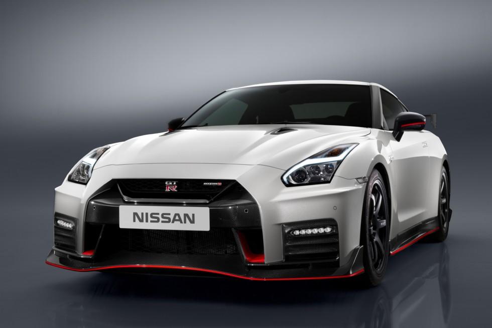 Nissan представл обновлённый GT-R Nismo 2017