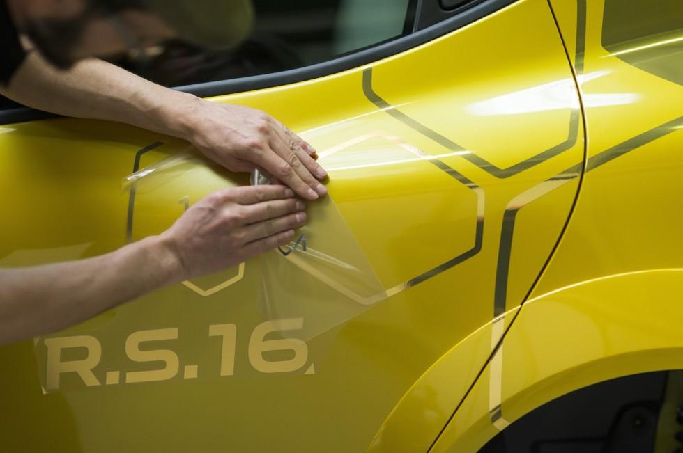 Компания Renault официально представила концептуальный Clio RS 16