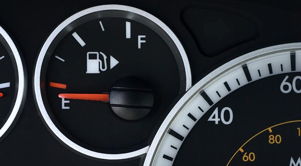 ВАстрахани упал вцене бензин