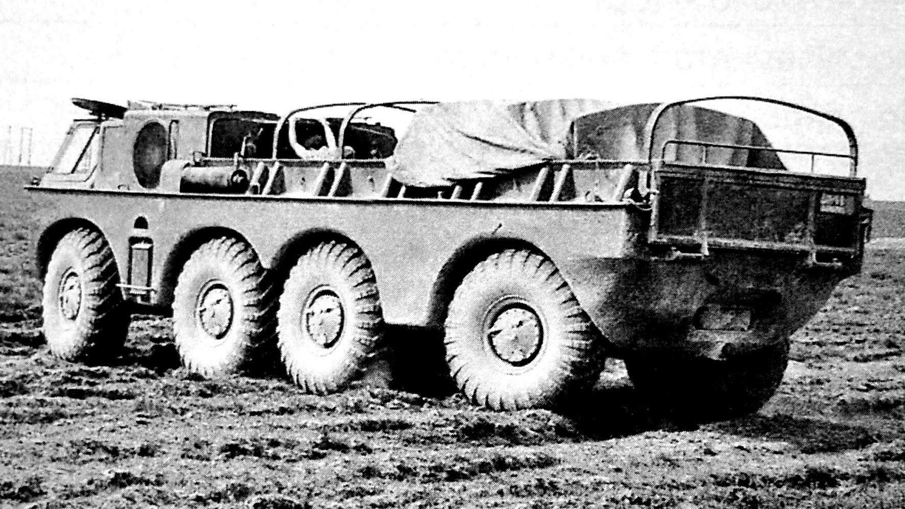 Удлиненный плавающий автомобиль ЗИЛ-135Б на заводских испытаниях