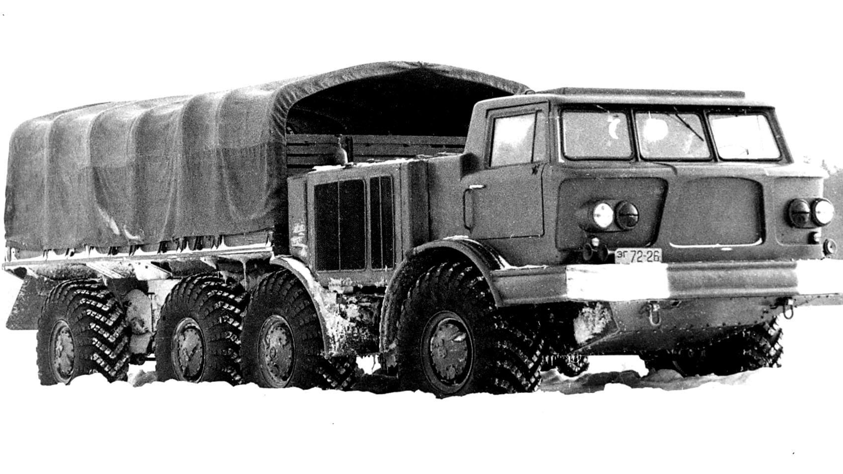 Автомобиль ЗИЛ-135Л с независимой подвеской крайних колес. 1961 год