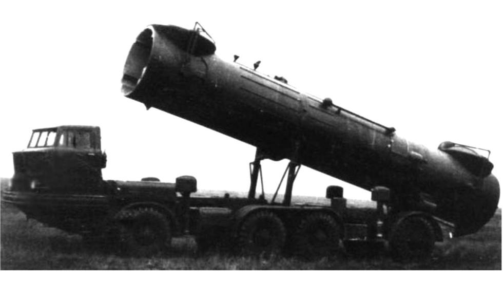 Прототип установки 2П30 комплекса 2К17 на первом варианте шасси