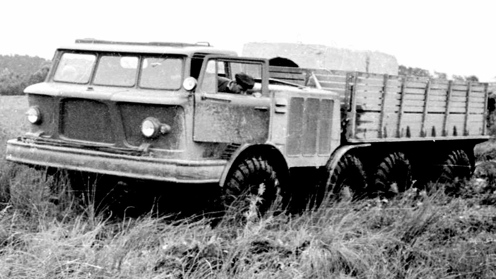 Опытный грузовик ЗИЛ-135ЛМ с механической трансмиссией. 1963 год