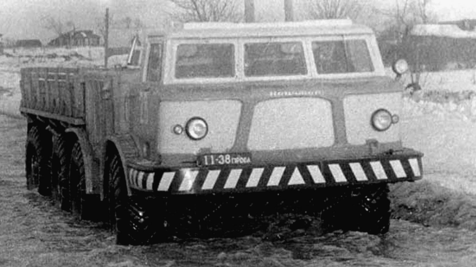 Зимние испытания экспериментального бортовой машины ЗИЛ-135ЛМ