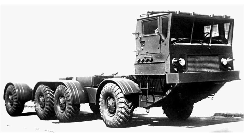 Второй образец ЗИЛ-135К с угловатой стеклопластиковой кабиной. 1961 год