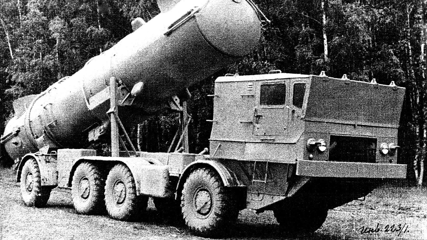 Береговая пусковая система комплекса «Редут» на шасси ЗИЛ-135М. 1962 год