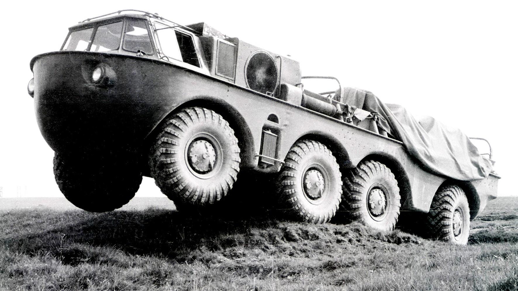Амфибия ЗИЛ-135Б с двумя 110-сильными двигателями. 1959 год