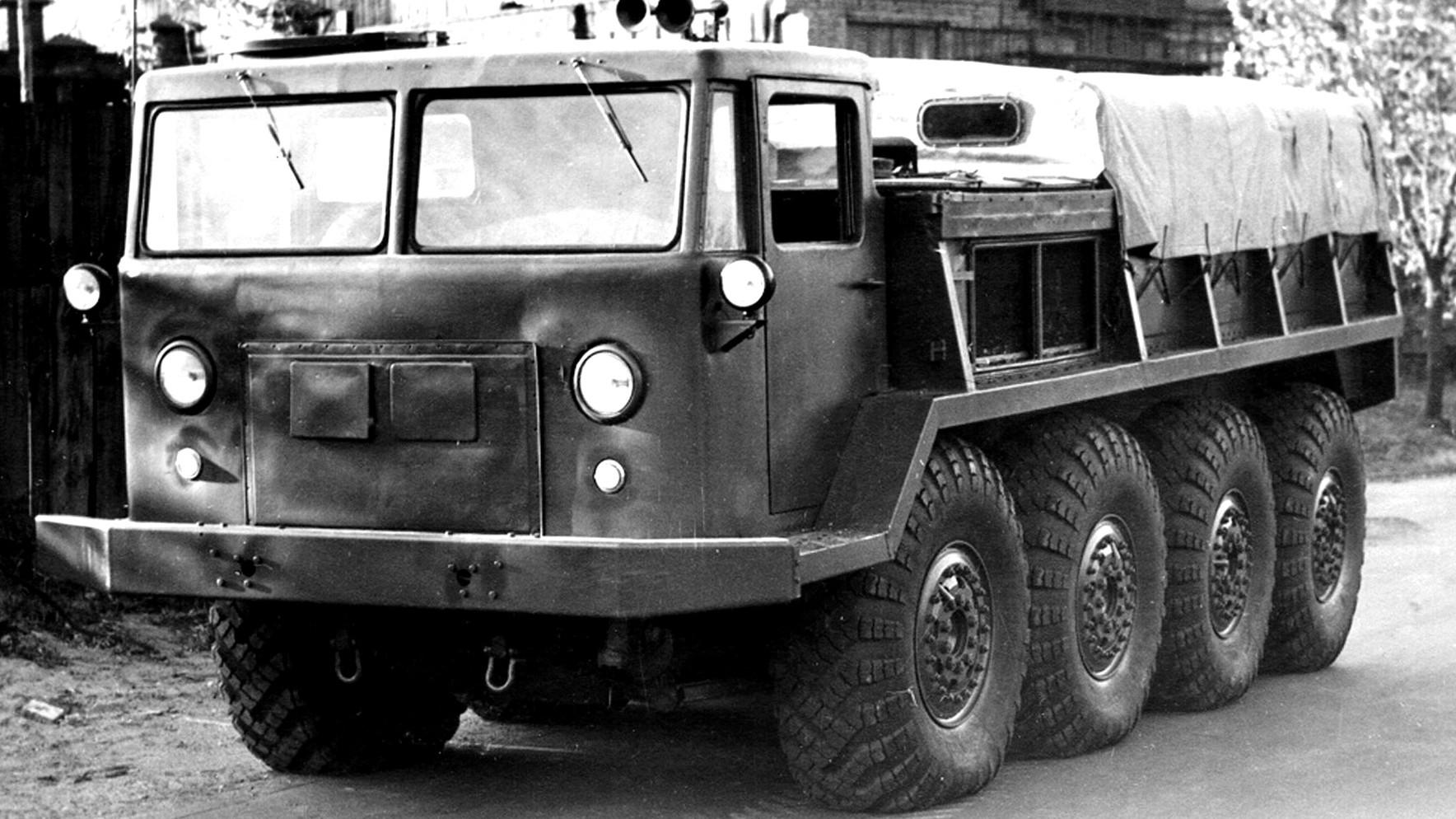 Бескапотный артиллерийский тягач ЗИЛ-134 (АТК-6) с мотором V12. 1957 год