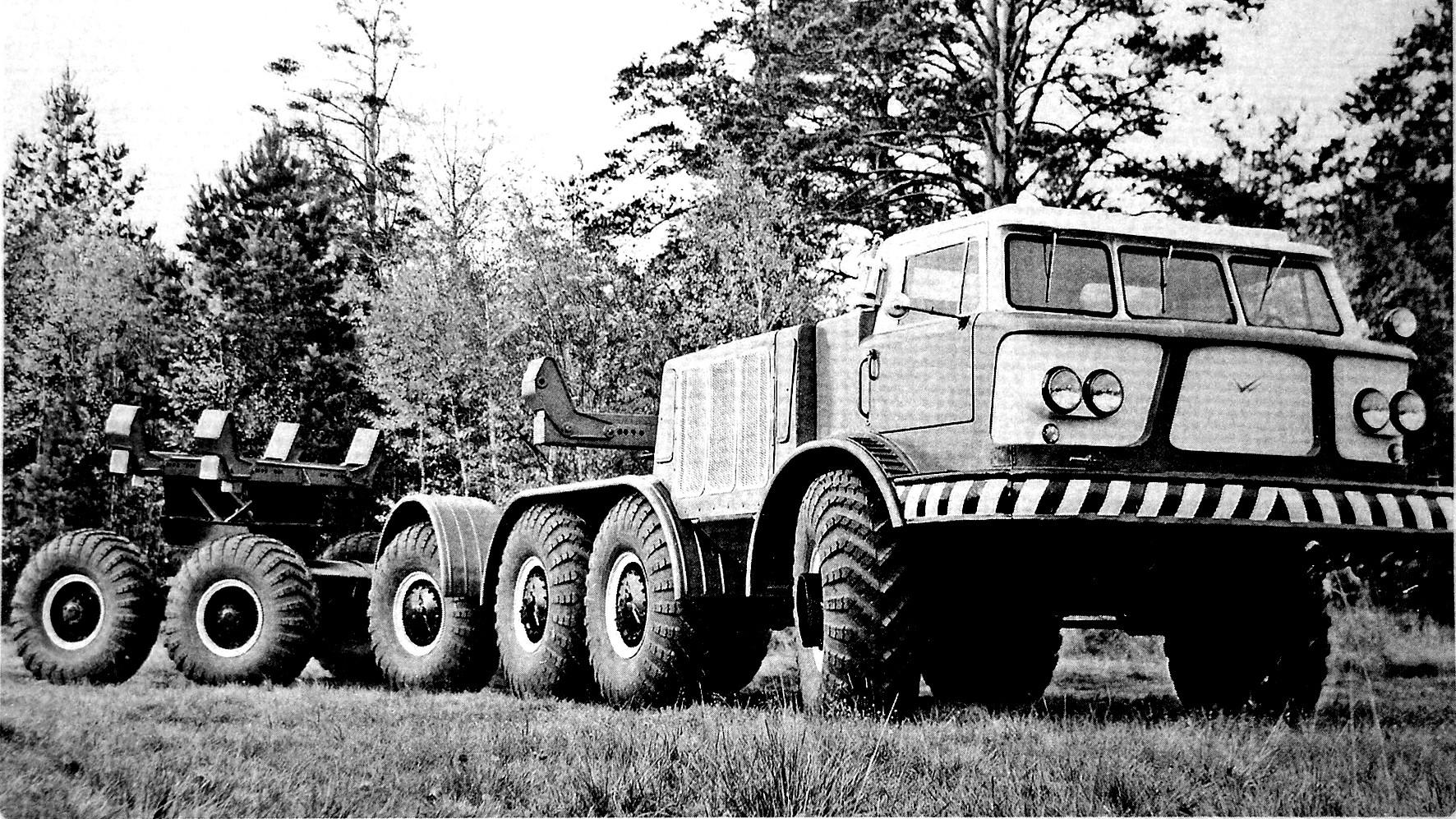 Испытания тягача ЗИЛ-135ЛБ с роспуском для перевозки труб. 1965 год