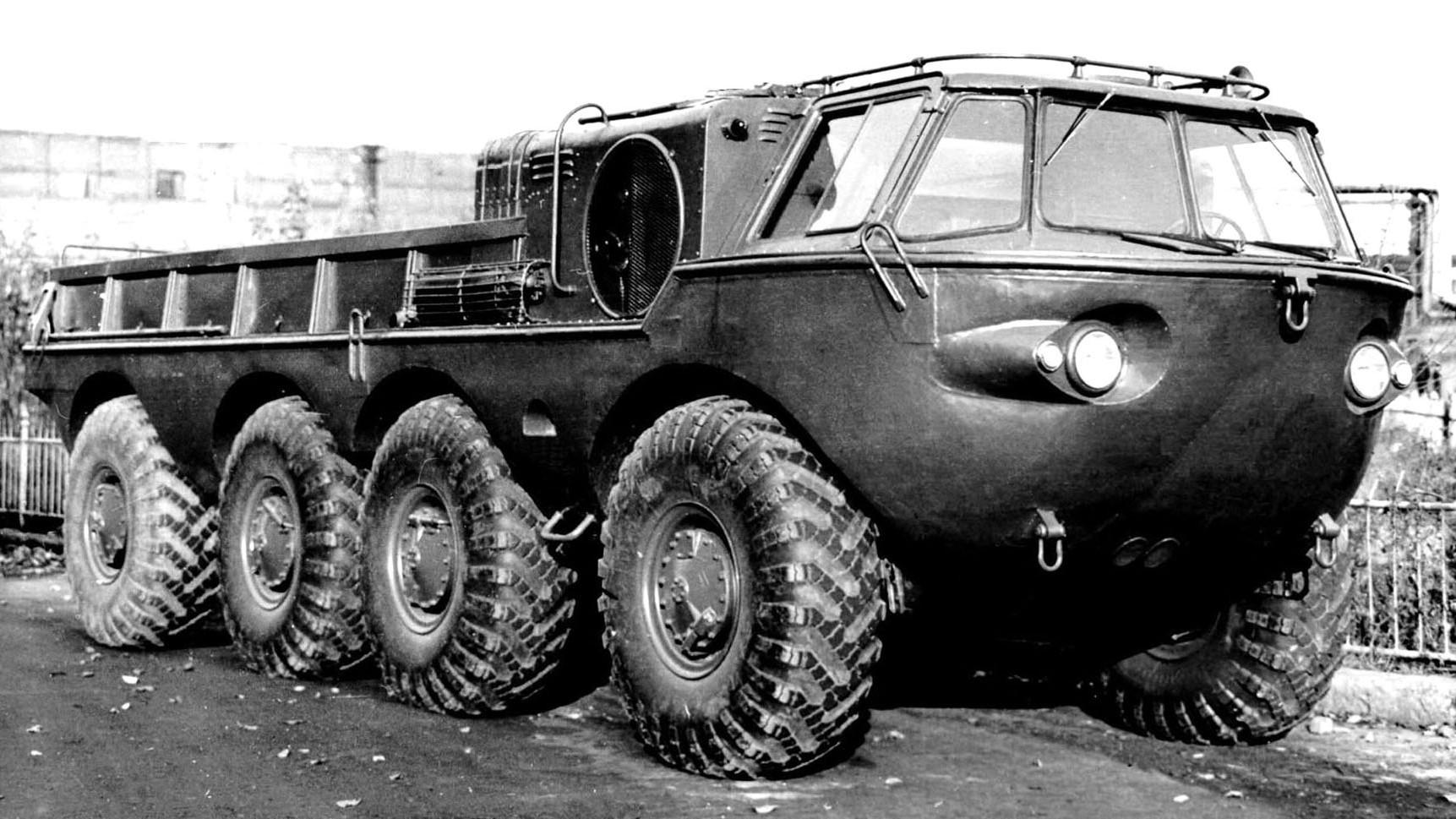 260-сильная амфибия ЗИЛ-135 со сварным корпусом. 1958 год