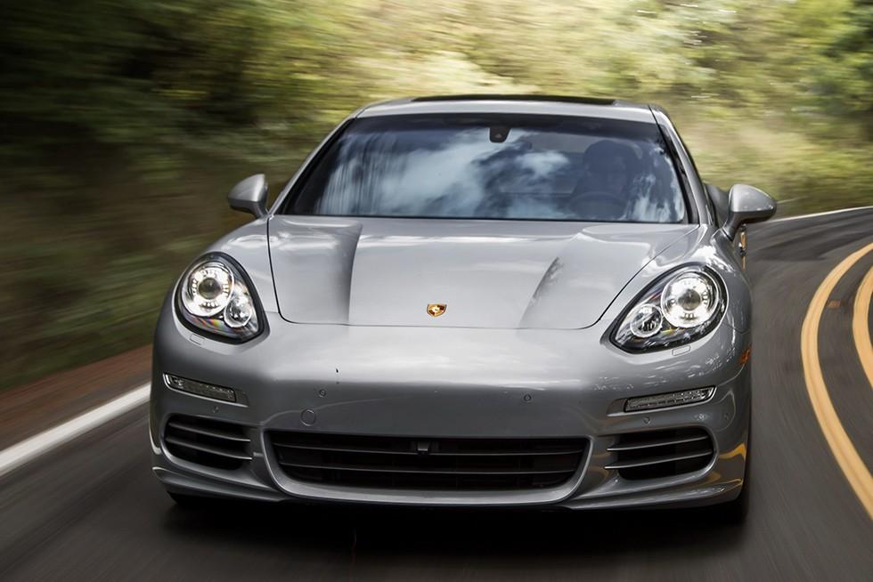 27МайНовый Porsche Panamera испытывают в ЮАР