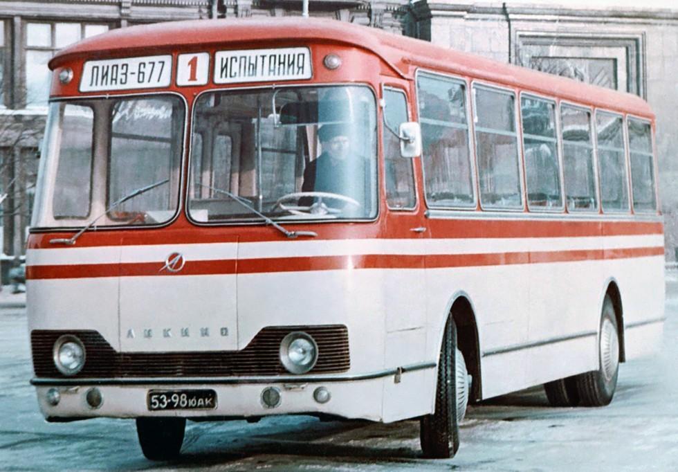 На фото: ЛиАЗ 677 предсерийный