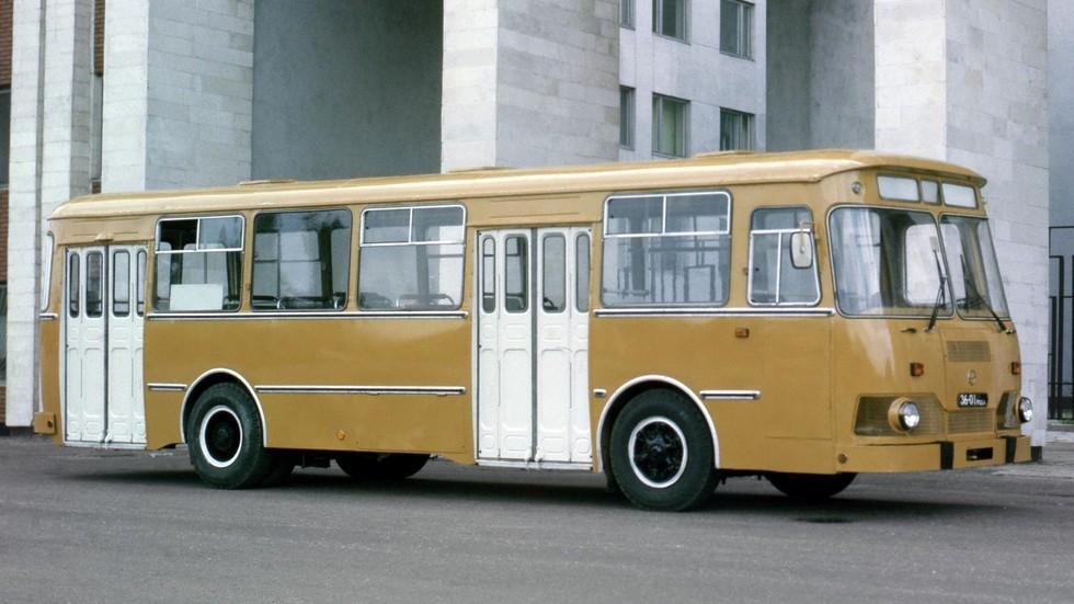 На фото: ЛиАЗ 677М
