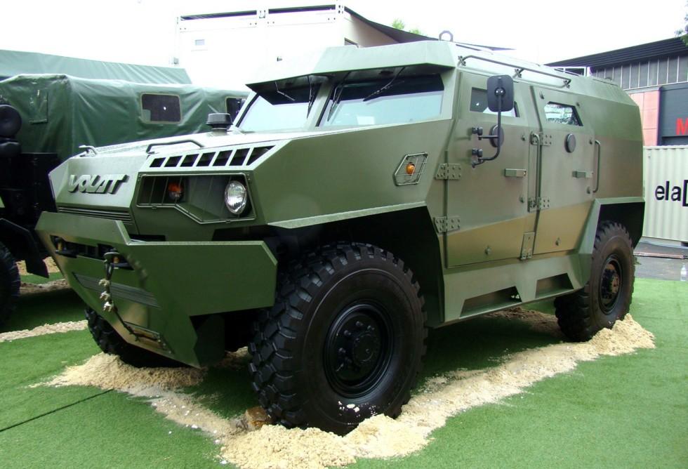 Первая белорусская бронемашина МЗКТ-490100 с 10-местным корпусом