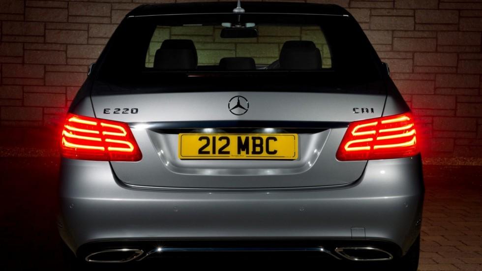 На фото: Mercedes-Benz E 220 CDI UK-spec (W212) '2013–н.в.