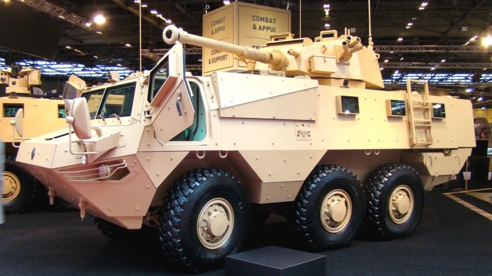 Тяжелый вариант Renault VAB-3 с 90-мм пушкой в двухместной башне