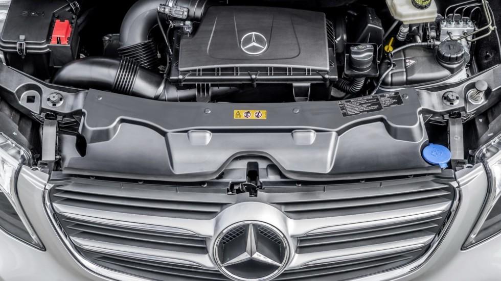 На фото: двигатель Mercedes-Benz OM651
