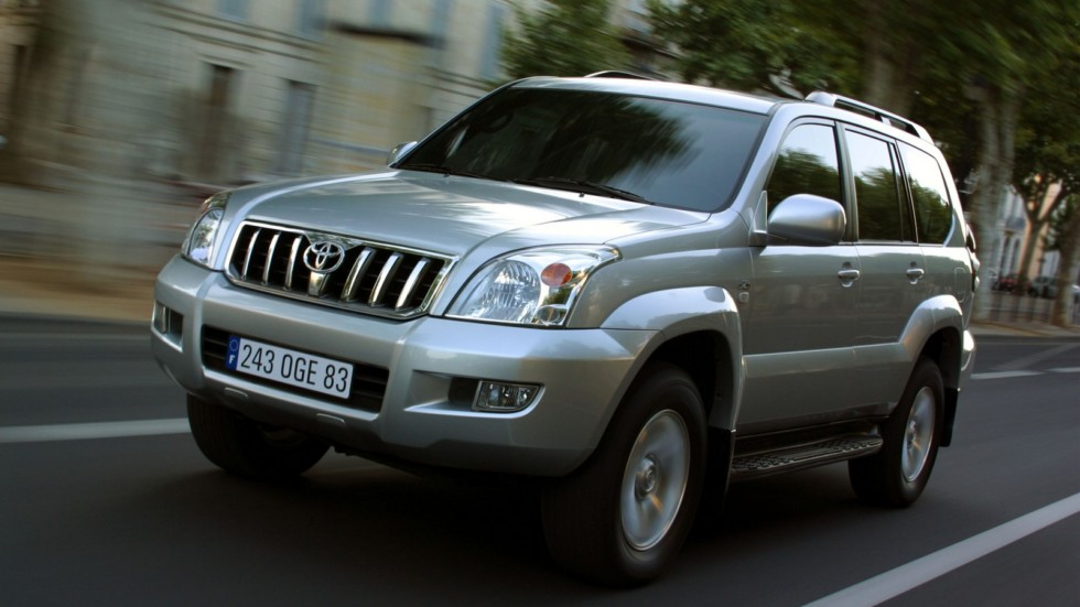 На фото: Toyota Land Cruiser Prado 5-door (J120W) '2002–07