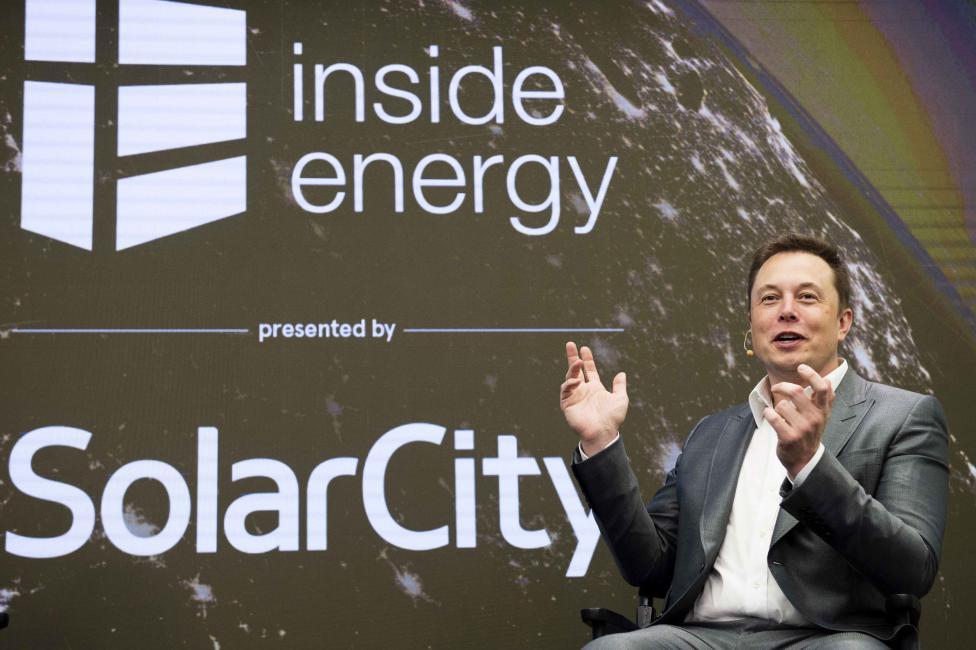 СМИ узнали обуспехе впереговорах ослиянии Tesla иSolarCity