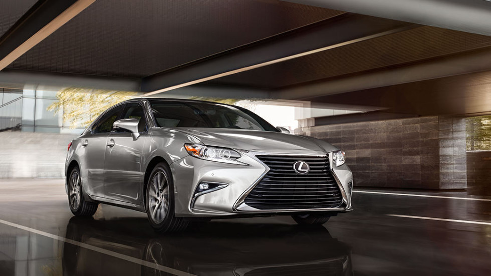 На фото: Lexus ES 350