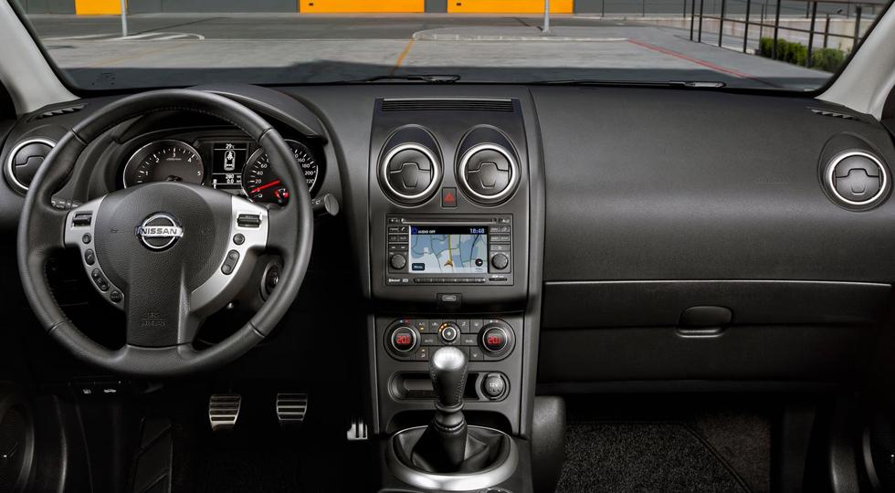 На фото: интерьер Nissan Qashqai`2012-14