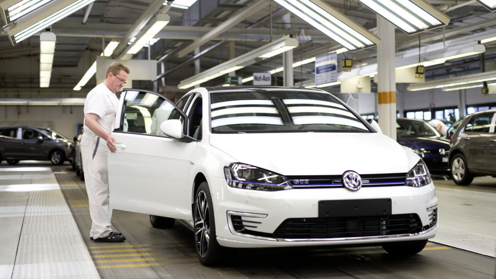 Volkswagen-Assembly-Line-1