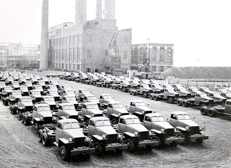 Готовые шасси Studebaker на заводе в Саут Бенде для поставок по ленд-лизу