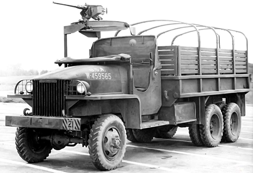 Грузовик US6-U3 с открытой кабиной и пулеметной установкой. 1943 год