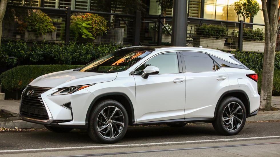 На фото: Lexus RX
