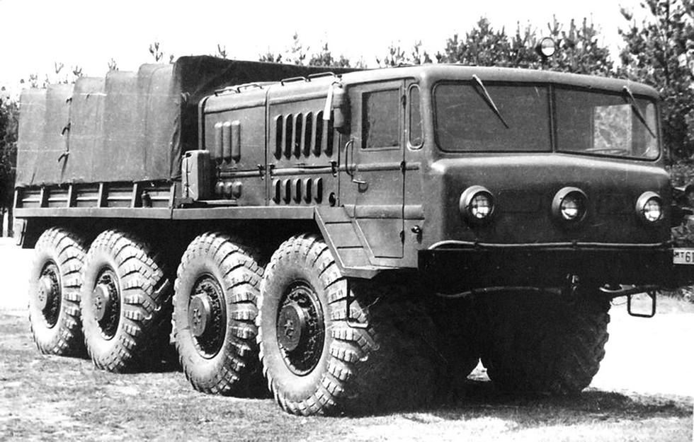 Балластный тягач МАЗ-535А с трехфарной кабиной (из архива СКБ-1 МАЗ)