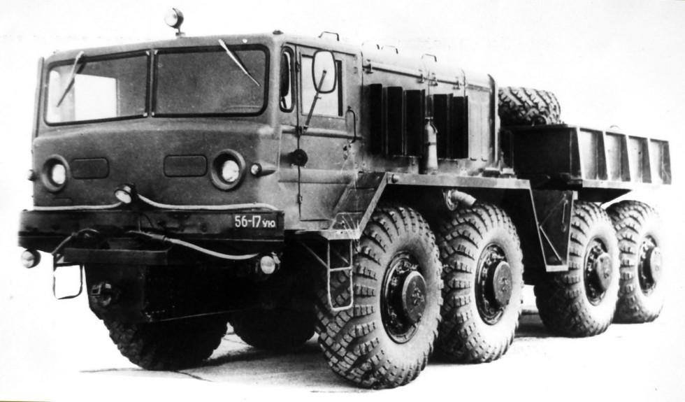 Балластный тягач МАЗ-537А с центральной лебедкой. 1964 год (из архива НИИЦ АТ)