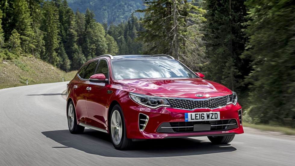 Передняя сторона KIA Optima Sportwagon