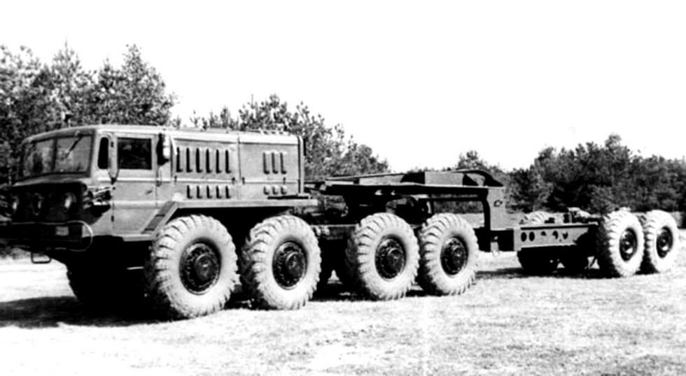 МАЗ-535В со штатным 25-тонным полуприцепом МАЗ-5248 (из архива СКБ-1 МАЗ)
