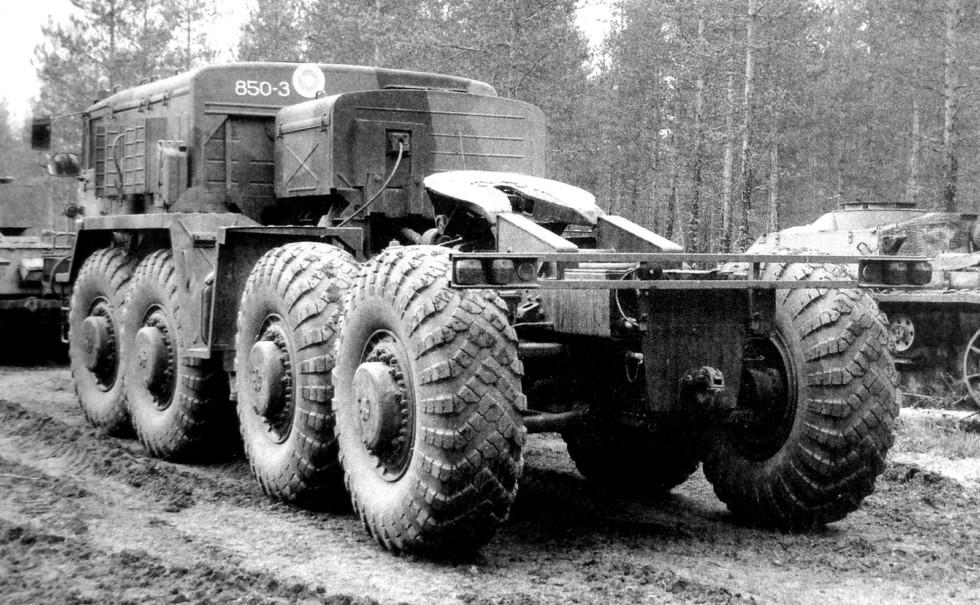 Самый распространенный седельный тягач МАЗ-537Г с лебедкой (из архива E. Muikku)