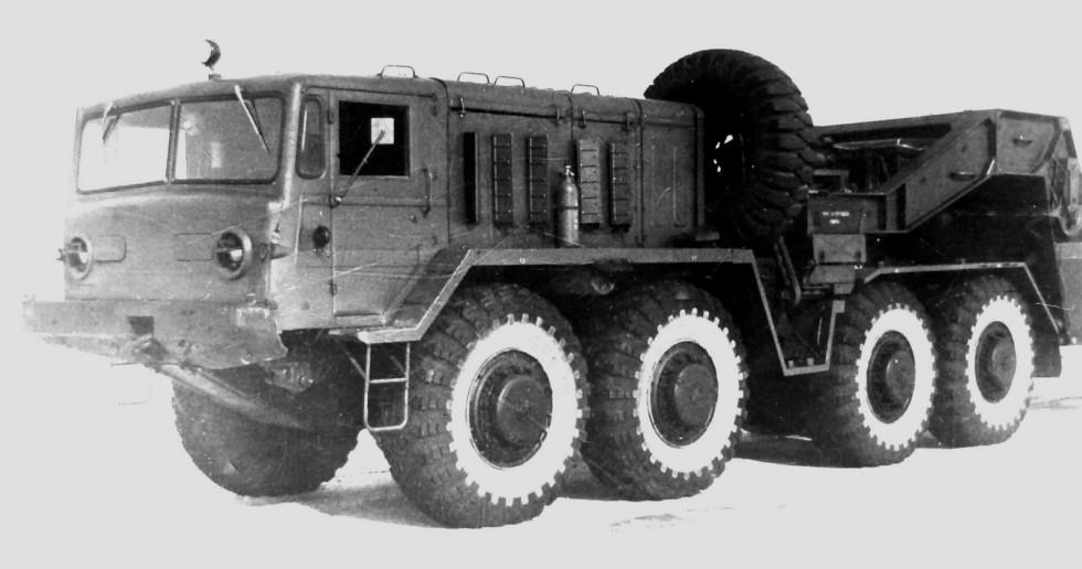 Спецтягач МАЗ-537Д первого выпуска с электрогенератором. 1967 год (из архива НИИЦ 21)