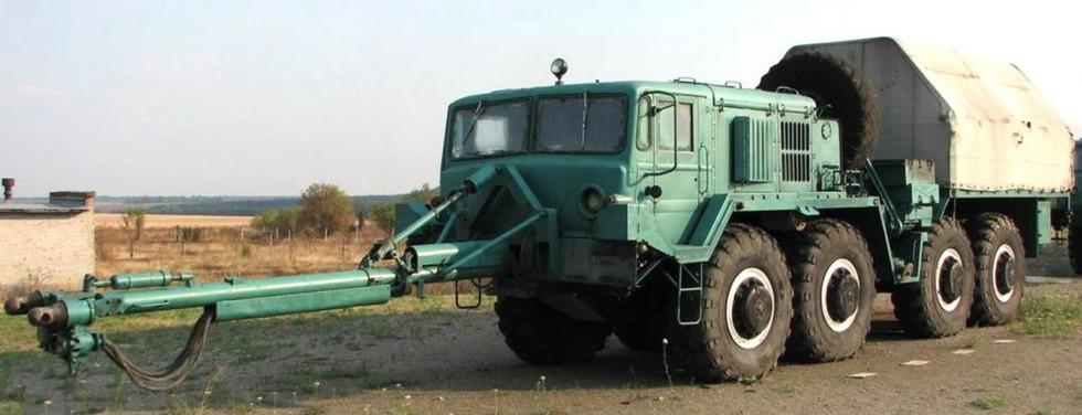 Тягач-толкач РВСН МАЗ-537Е с закрытым кузовом и толкающим брусом (фото Я. Горбунова)