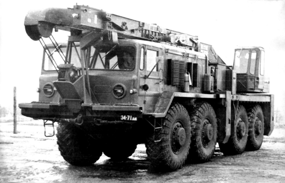 Автономный 16-тонный автокран 9Т35 с телескопической стрелой (из архива НИИЦ АТ)