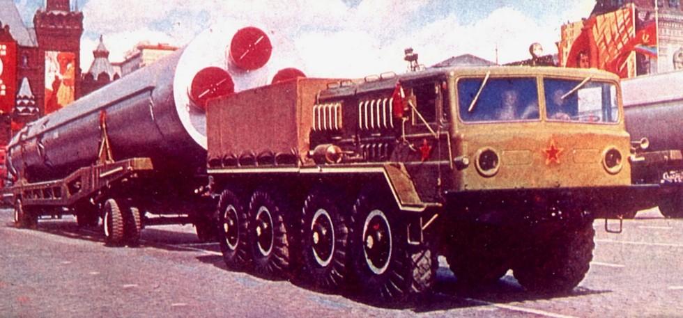 Балластный тягач МАЗ-535А с тележкой для баллистической ракеты ГР-1