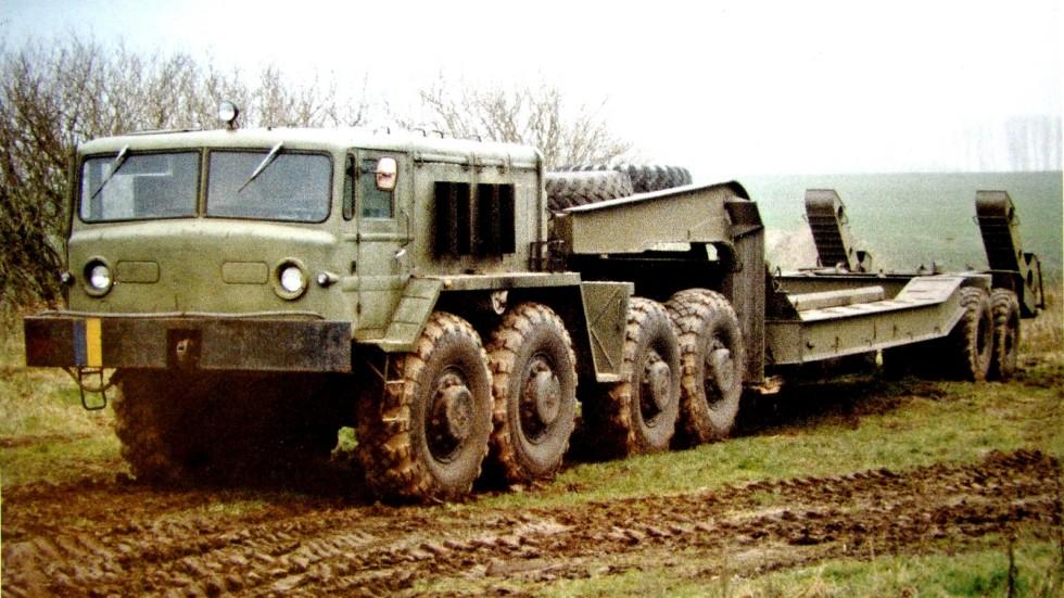 Тягач МАЗ-537 с двухосным полуприцепом МАЗ-5247Г в армии Украины (из архива J. Vollert)