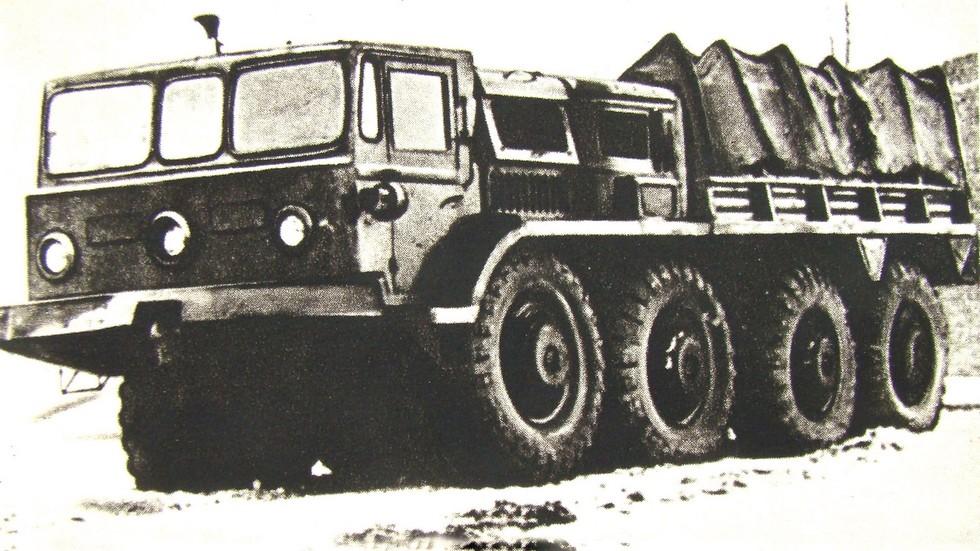 Прототип тягача МАЗ-535 с низким моторным отсеком. 1956 год (из архива СКБ-1 МАЗ)