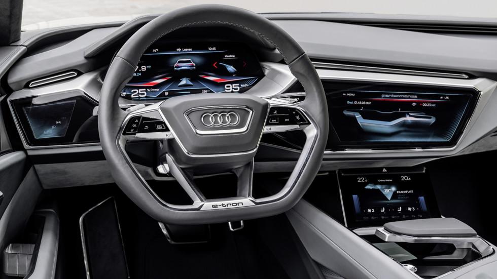 На фото: салон Audi e-tron quattro