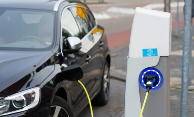 Зарядные станции для электромобилей заработали вцентре столицы