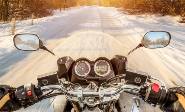 В Российской Федерации предлагают облагать штрафом мотоциклистов за перемещение между рядами