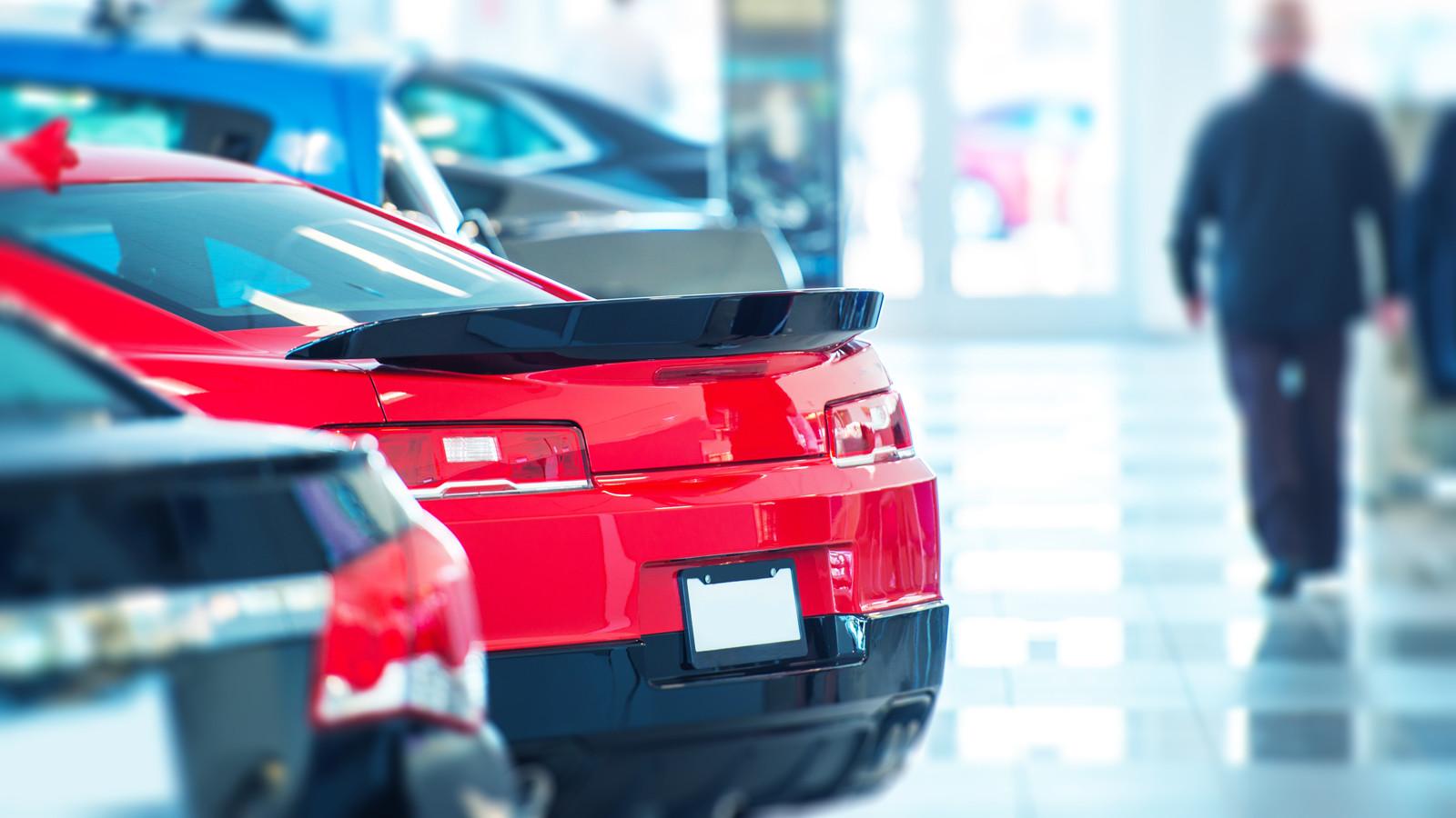 Летом автомобильный рынок продолжил падение