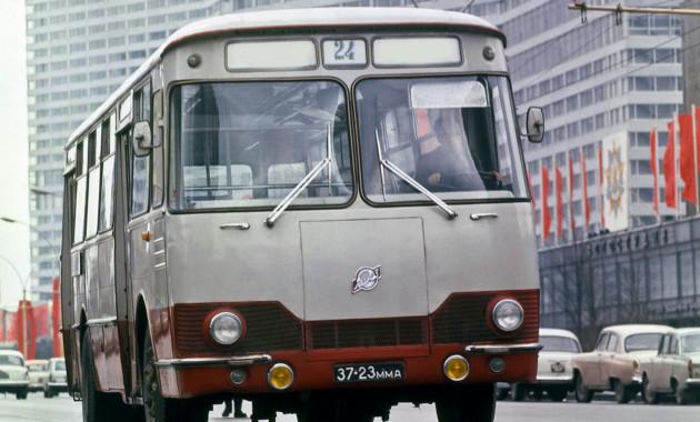 Выставка ретро-автобусов начала работу в северной столице