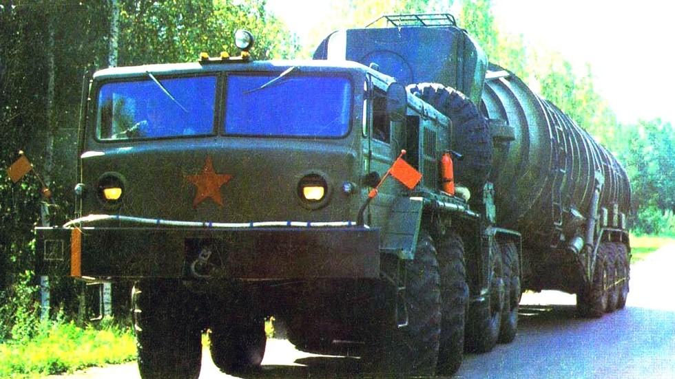 Транспортно-загрузочная машина 15У39 с тягачом МАЗ-537Д. 1968 год