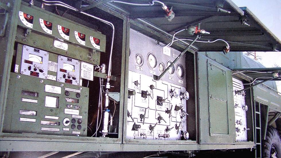 Блок управления заправщика ЗАЦ-2 в шкафах с левой стороны машины